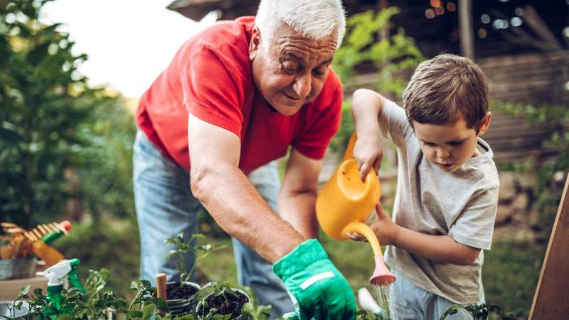 9 Incredible Health Benefits of Gardening + Tips for Beginners