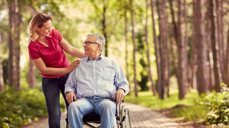 9 Helpful Tips for Dementia Caregivers